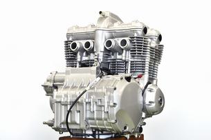大型バイクのエンジン整備の写真素材 [FYI01197683]