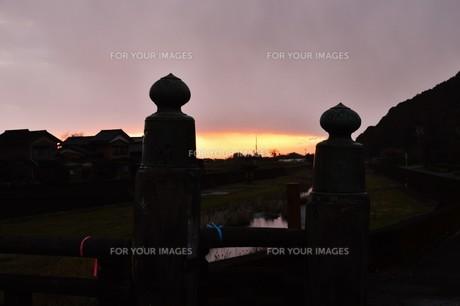 日本の風景・夕景シルエットの写真素材 [FYI01197689]