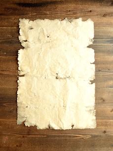 ボロボロの古紙 木材背景の写真素材 [FYI01197925]