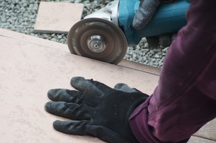 玄関のリフォーム ・ タイル工事の写真素材 [FYI01198457]