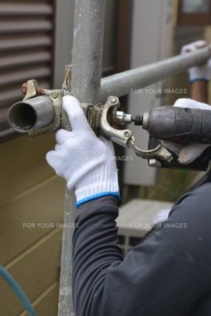 家のリフォーム ・ 屋根 外壁の塗装工事 / 足場組立 高圧洗浄 塗装工事の写真素材 [FYI01198486]