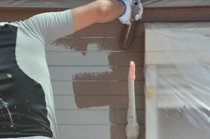 家のリフォーム ・ 屋根 外壁の塗装工事 / 足場組立 高圧洗浄 塗装工事の写真素材 [FYI01198494]