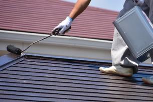家のリフォーム ・ 屋根 外壁の塗装工事 / 足場組立 高圧洗浄 塗装工事の写真素材 [FYI01198498]