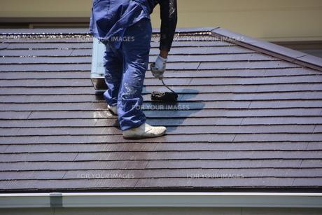家のリフォーム ・ 屋根 外壁の塗装工事 / 足場組立 高圧洗浄 塗装工事の写真素材 [FYI01198499]