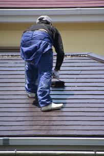 家のリフォーム ・ 屋根 外壁の塗装工事 / 足場組立 高圧洗浄 塗装工事の写真素材 [FYI01198502]