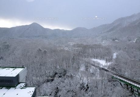 雪の東北の写真素材 [FYI01198546]
