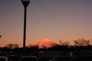 紅富士 ・ 東名足柄SAで12月の早朝7時頃撮影の写真素材 [FYI01198752]