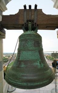 ピサの斜塔の最上階の鐘の写真素材 [FYI01199176]