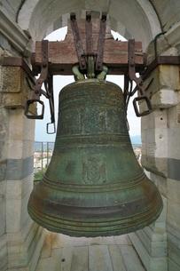 ピサの斜塔の最上階の鐘の写真素材 [FYI01199177]