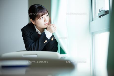 教室 女性生徒の写真素材 [FYI01199202]
