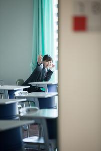 放課後の教室にいる女性生徒の写真素材 [FYI01199208]