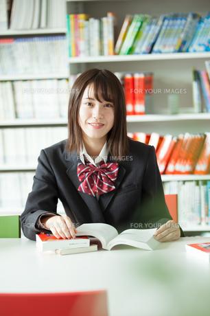 学校生活を送る女子高生の写真素材 [FYI01199237]