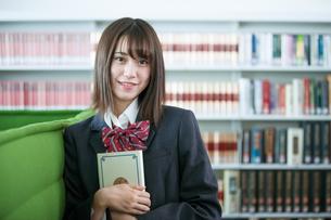 学校生活を送る女子高生の写真素材 [FYI01199243]