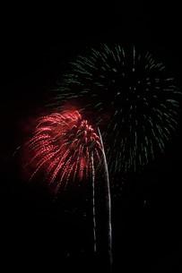 夜空を彩る夏の風物詩 ・ 花火大会の写真素材 [FYI01199346]