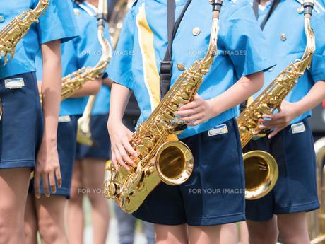 小学校のマーチングバンドの写真素材 [FYI01199406]