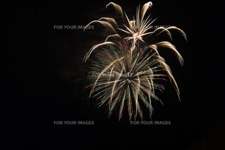 夜空のアート・花火の抽象の写真素材 [FYI01199706]