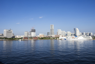 横浜港とみなとみらいの全景の写真素材 [FYI01199899]