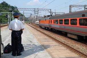 台湾 鉄道 駅員の写真素材 [FYI01200193]