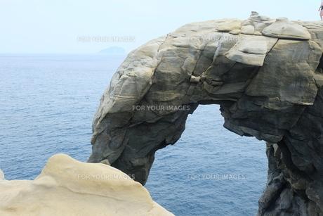 台湾 奇岩 深澳岬角(象鼻岩景觀區)の写真素材 [FYI01200213]