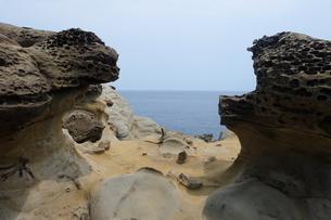 台湾 奇岩 深澳岬角(象鼻岩景觀區)の写真素材 [FYI01200219]