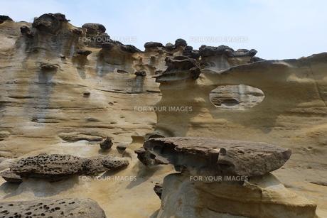台湾 奇岩 深澳岬角(象鼻岩景觀區)の写真素材 [FYI01200223]
