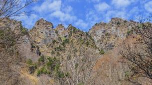 秋の戸隠神社億社から見た戸隠山の風景の写真素材 [FYI01200337]