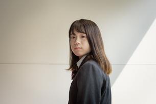 階段の女子高生の写真素材 [FYI01200385]