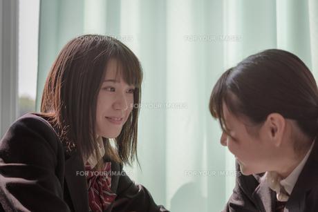 教室の女子高生の写真素材 [FYI01200387]