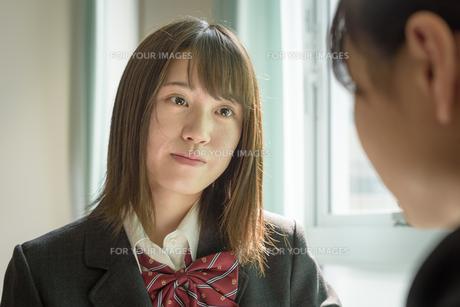 教室の女子高生の写真素材 [FYI01200390]