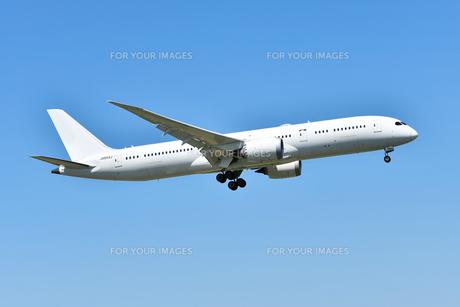 着陸態勢の旅客機の写真素材 [FYI01200419]