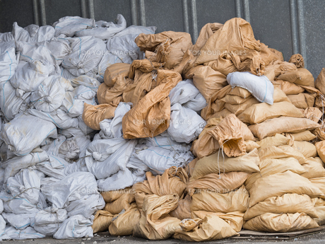 積み上げられた廃棄物の写真素材 [FYI01200532]