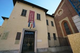 最後の晩餐が展示されているサンタ・マリア・デッレ・グラツィエ教会の食堂の入口の写真素材 [FYI01200845]