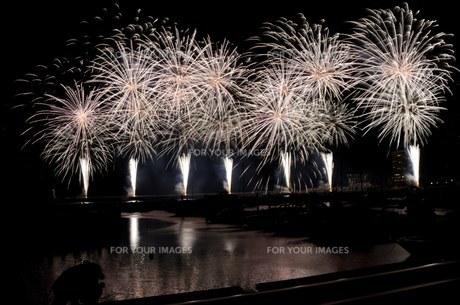 熱海冬花火の写真素材 [FYI01200880]