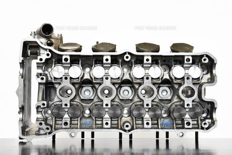 オートバイエンジンのシリンダーヘッドの写真素材 [FYI01200904]