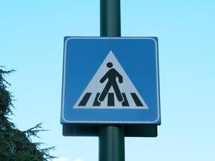 イタリアの道路標識(横断歩道)の写真素材 [FYI01200968]