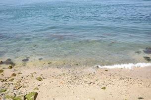 離島の海と砂浜の写真素材 [FYI01201117]