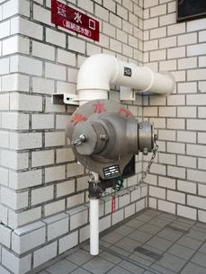 ビルの消火栓の写真素材 [FYI01201183]