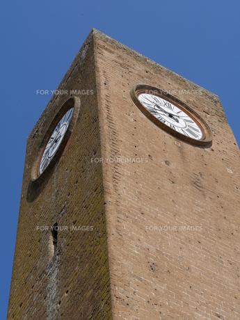 イタリア オルヴィエートのモロタワーの時計の写真素材 [FYI01201220]