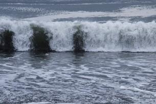 ビーチ ・ 波音の調べ 心に響く…の写真素材 [FYI01201418]