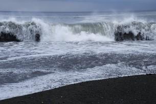 ビーチ ・ 波音の調べ 心に響く…の写真素材 [FYI01201421]