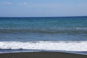 ビーチ ・ 波音の調べ 心に響く…の写真素材 [FYI01201423]