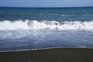 ビーチ ・ 波音の調べ 心に響く…の写真素材 [FYI01201425]