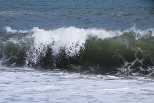 ビーチ ・ 波音の調べ 心に響く…の写真素材 [FYI01201426]