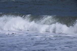 ビーチ ・ 波音の調べ 心に響く…の写真素材 [FYI01201427]