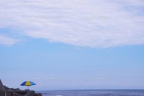 ビーチ ・ 波音の調べ 心に響く…の写真素材 [FYI01201429]