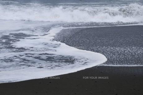 ビーチ ・ 波音の調べ 心に響く…の写真素材 [FYI01201431]