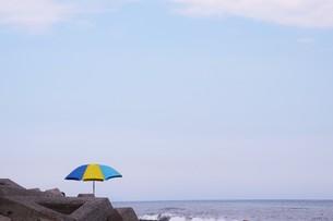 ビーチ ・ 波音の調べ 心に響く…の写真素材 [FYI01201436]
