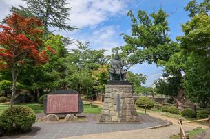 米沢市上杉神社の上杉謙信公銅像の写真素材 [FYI01202170]