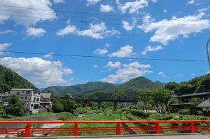 山寺・宝珠橋から鉄橋を望むの写真素材 [FYI01202173]