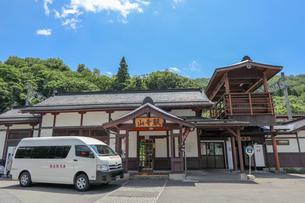 山寺駅駅舎の写真素材 [FYI01202175]